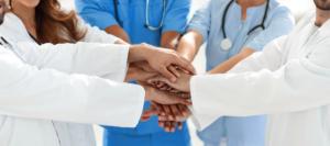 Teamarbeit von Ärzten bei Endometriose