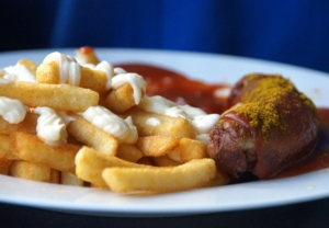 Currywurst Pommes